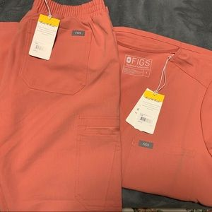 CORAL FIGS SCRUB SET SIZE SMALL *LIMITED ED*